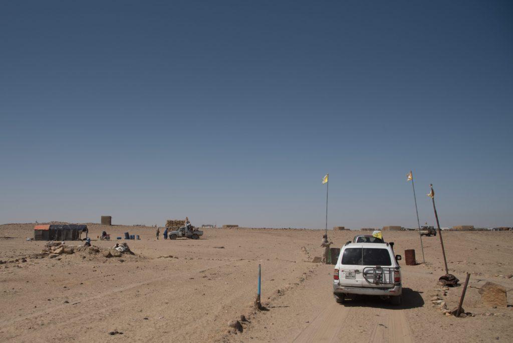 2019: Ein Auto fährt durch einen Checkpoint der HCUA (High Council for the Unity of Azawad)